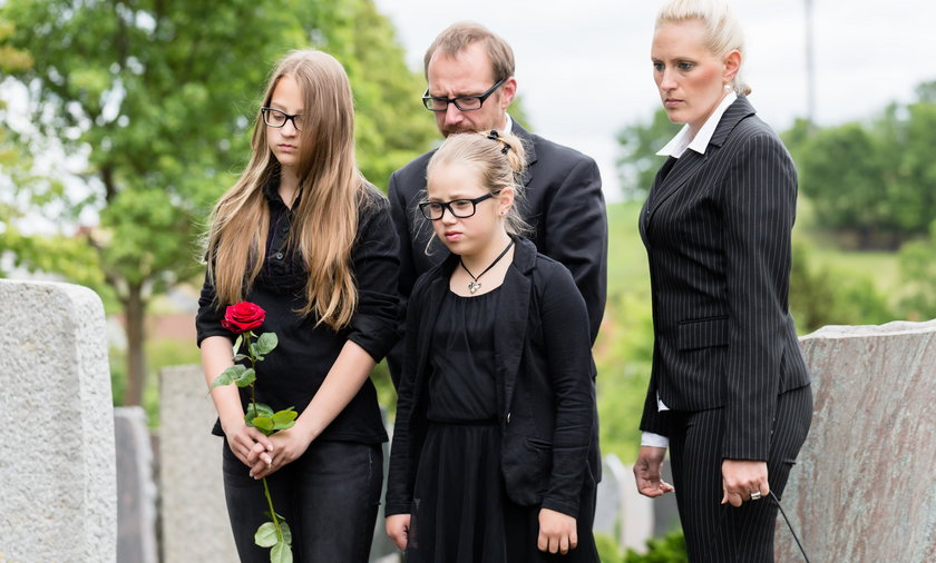 Co wypada, a czego nie wypada robić na pogrzebie?