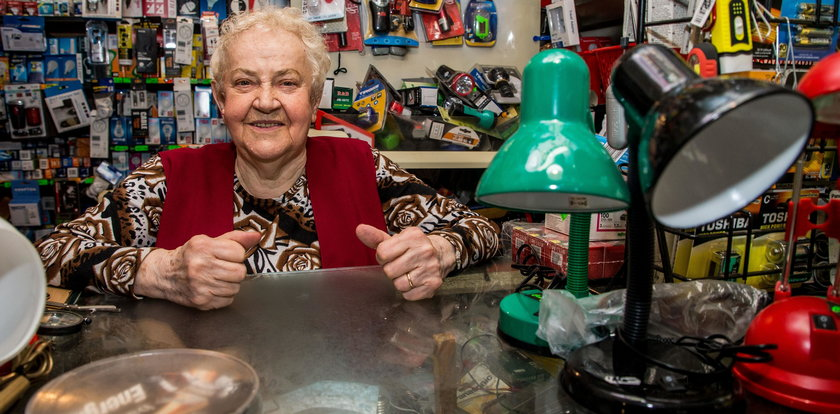 Oto najstarsza sprzedawczyni. Ma 90 lat i nadal pracuje