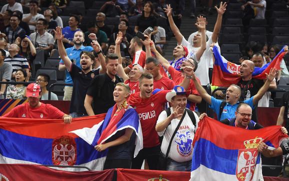 Naši navijači pred duel Srbije i Italije
