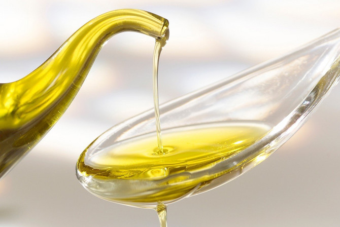 U mediteranskoj dijeti glavni izvor masti je maslinovo ulje
