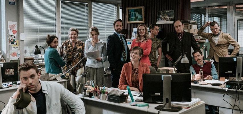 """Widzieliśmy serial """"The Office PL"""". Czy wyszło zabawnie i z klasą, a pracownicy """"Kropliczanki"""" podbiją serca widzów? [RECENZJA]"""