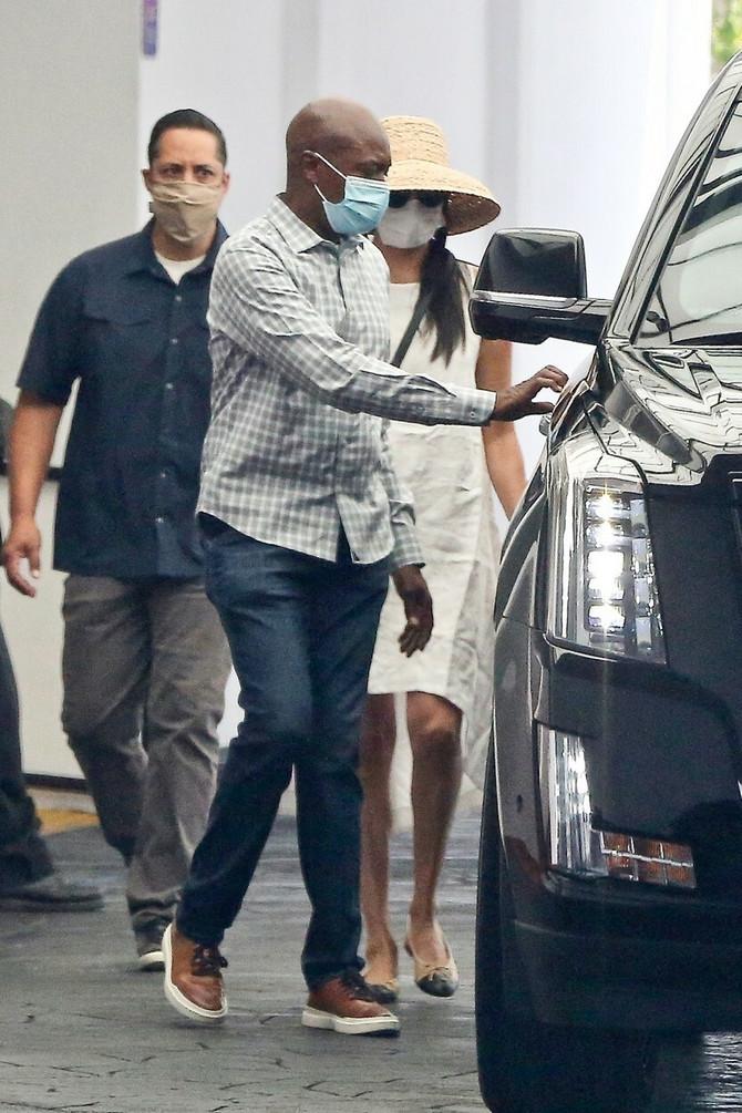 Megan i Hari sa maskama