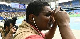 Robi zdjęcia na igrzyskach, choć prawie nie widzi