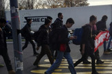 Migranti su iz Beograda peške krenuli ka granici sa Hrvatskom
