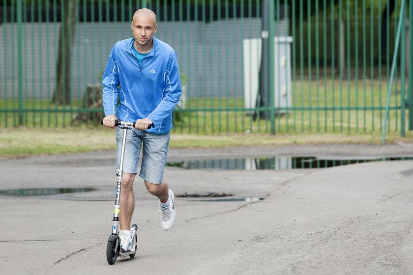 Tomasz Banach (35 l.), przejechał przez Polskę na hulajnodze