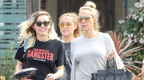 Miley Cyrus z mamą i rzadko widywaną siostrą