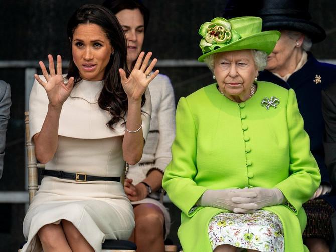 UF, ovo je bilo BAŠ NEPRIJATNO! Megan se izgubila u protokolima dok je pokušavala sa kraljicom da uđe u automobil