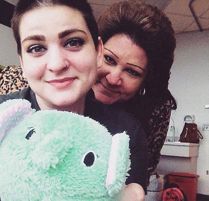 Zmusili 17-latkę do chemioterapii. Cieszy się, że żyje