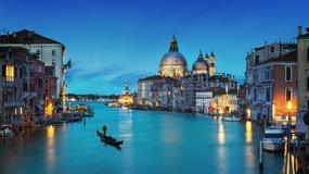 Wenecjai: skok z mostu z deską surfingową