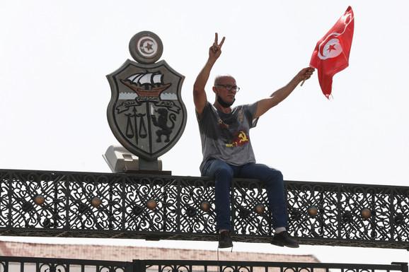 """""""PLAŠIMO SE GRAĐANSKOG RATA"""" Šta se krije iza političkog zemljotresa u Tunisu"""