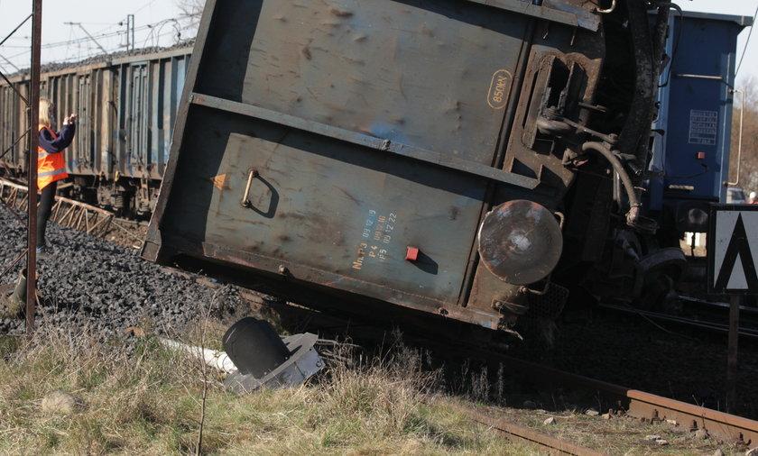 W Sośniach Wlkp. wykoleił się pociąg. Trasa zablokowana
