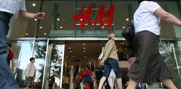 Góry ubrań w magazynach H&M. Pójdą na śmietnik?