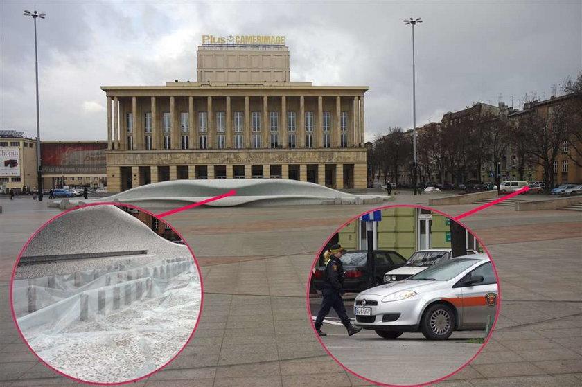 Strażnicy miejscy pilnują fontanny, a pijaków nie widzą