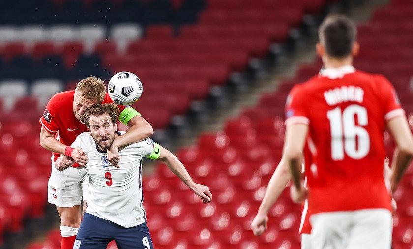 Kamil Glik i Harry Kane walczą o piłkę podczas meczu Anglia - Polska w ramach eliminacji MŚ 2022 (31.03.2021)