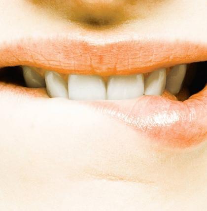 Das bedeutet es, wenn man im Traum die Zähne verliert