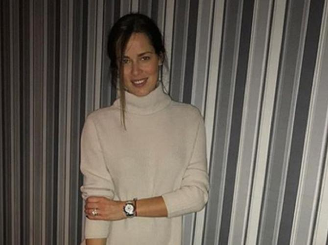 Ana se uputila na večeru sa mužem: Haljina je sjajna, ali ovako izgledaju njene čizme koje koštaju 700 evra!