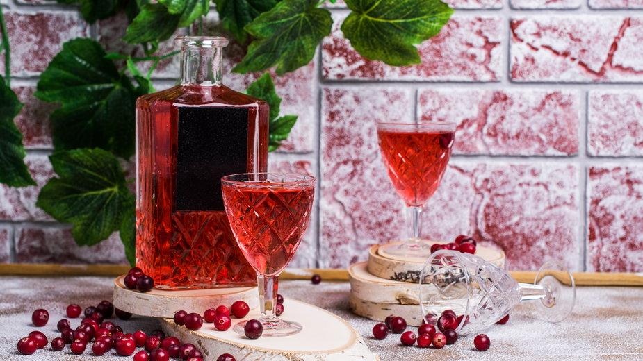 Nalewka z żurawiny to smaczny, domowy trunek - Veronika Idiyat/stock.adobe.com