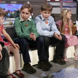 """Kiedyś gwiazdy TV, a dziś? Jak obecnie wyglądają Maciej i Paweł Królowie, rezolutne bliźniaki z talk-show """"Duże dzieci""""?"""