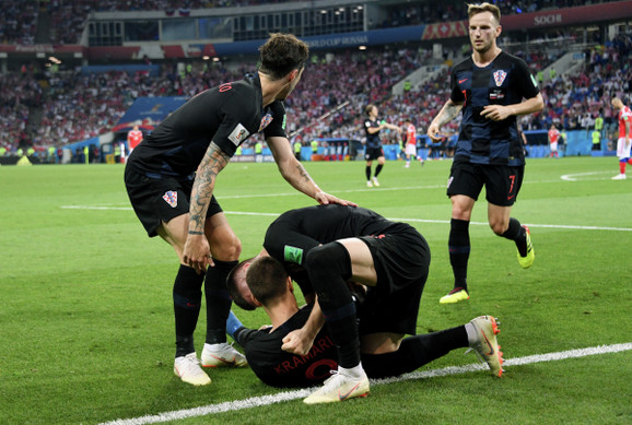 Slavlje fudbalera Hrvatske posle plasmana u polufinale Mundijala