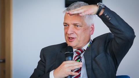 - Narastającej luki w systemie emerytalnym nie da się już w prosty sposób załatać. Ponieważ nie ma woli politycznej, aby podnieść wiek emerytalny i na zwiększenie dzietności też nie ma co liczyć - emerytury będą coraz niższe - mówi w rozmowie z Business Insider Polska Robert Gwiazdowski.