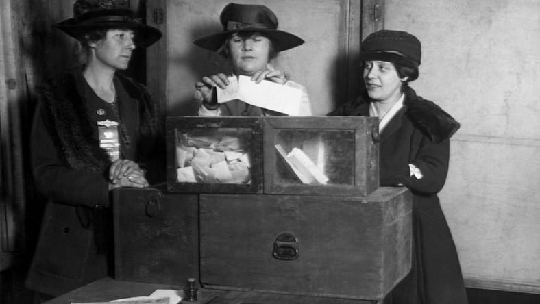 Kobiety. Sufrażystki. Prawa wyborcze