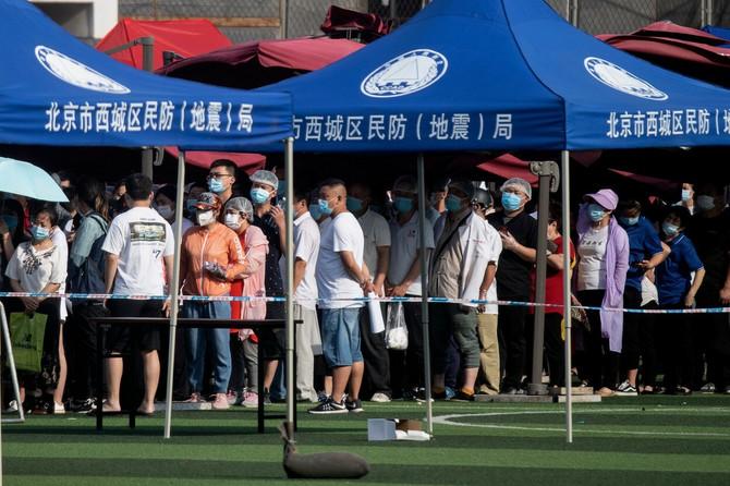 Primer nepoštovanja fizičke distance u Pekingu