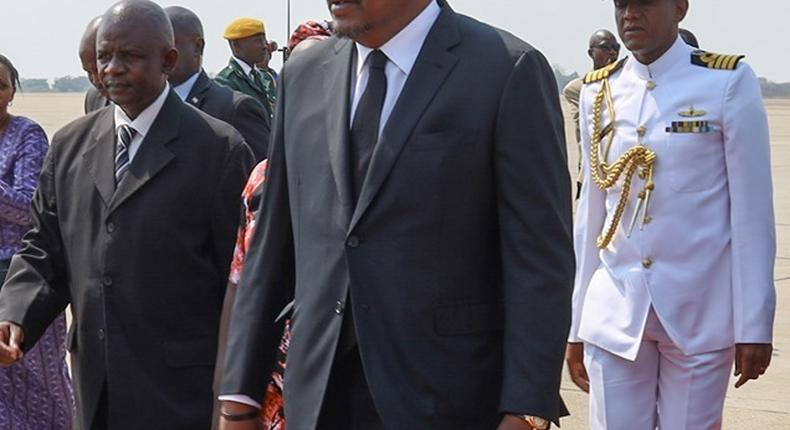 Uhuru joins world leaders for Mugabe's funeral in Harare [Photos]