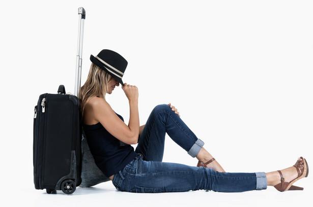 Pasażerowie, których lot się opóźnia, muszą mieć zapewnione bezpłatne napoje i posiłki