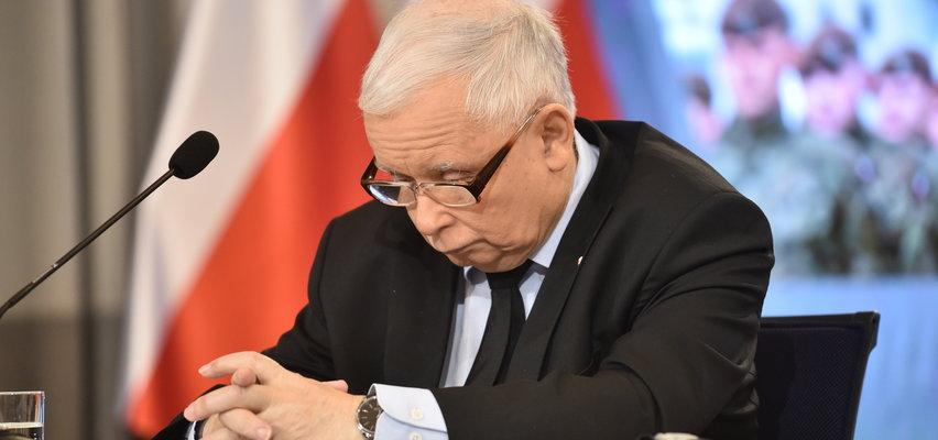 """""""Proboszcz"""" ruga PiS! Skomentował dziwne zachowanie Kaczyńskiego: Zmęczone chłopisko wymyślaniem co komu i za co. Oberwało się też premierowi"""