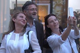 NISU MOGLE DA MU ODOLE Našeg poznatog glumca žene su ugledale u centru Beograda, a onda je pristao na OVO (VIDEO)