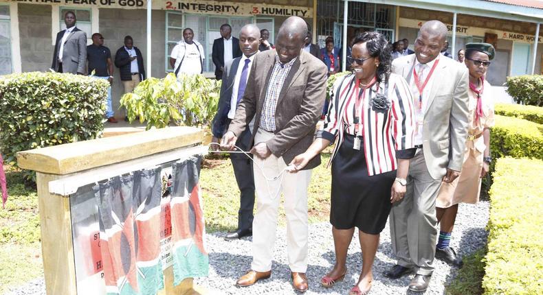 DP Ruto at St Bhakita Kiburia Girls' Secondary School, Gichugu, Kirinyaga County on Friday shortly after leaving a fund raiser in Nyeri.