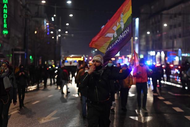Protest pod hasłem #OtwarcieSezonu, zorganizowany przez Warszawski Strajk Kobiet