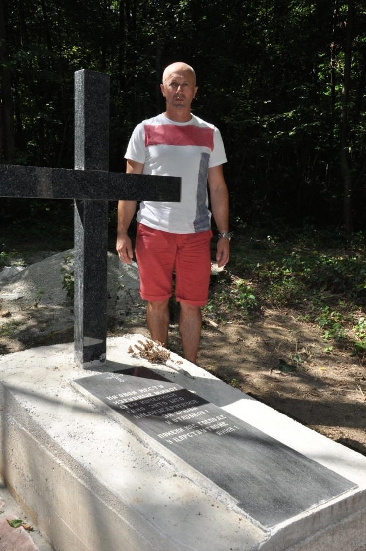 508859_maljevacke-jaruge-grobnica-slobodan-milinkovic-i-spomenik01