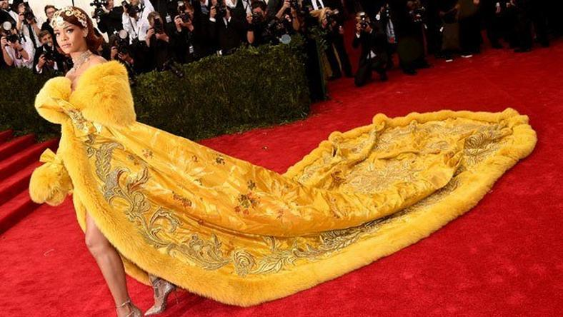 Rihanna on the red carpet of the Met Gala 2015