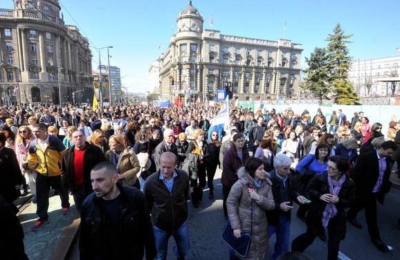 Nekoliko hiljada ljudi na protestu