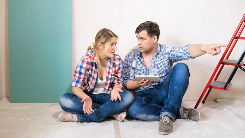 Skłócona para w remontowanym mieszkaniu