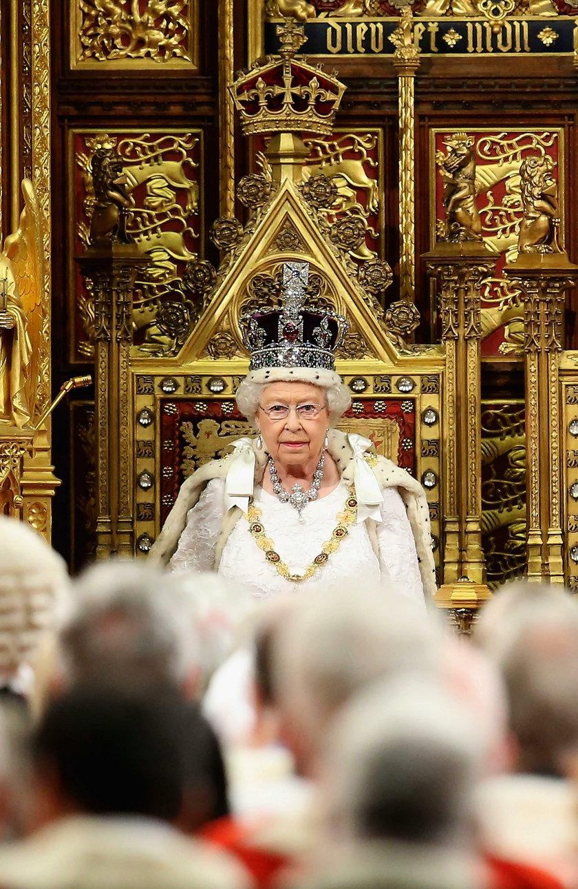 Królowa Elżbieta II będzie nosić sztuczne futra