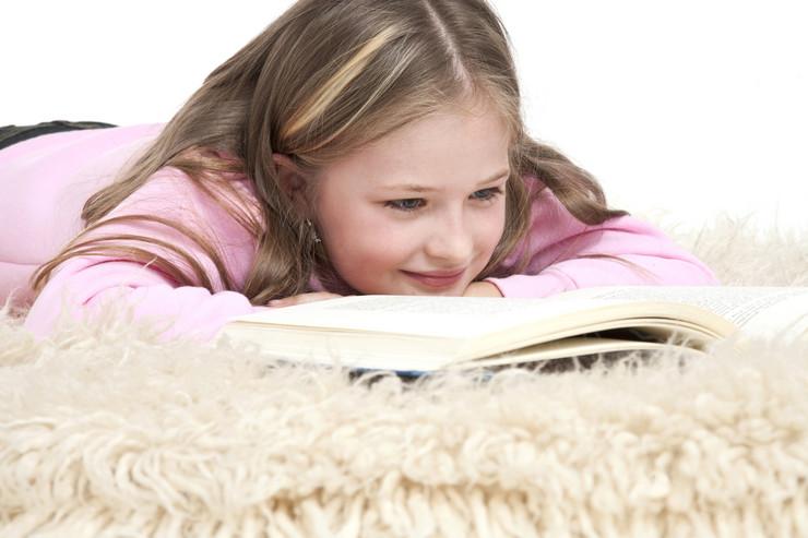 devojčica knjiga foto profimedia