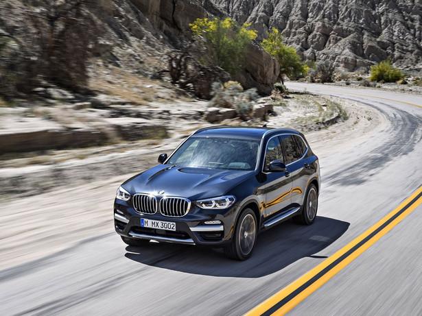 Zdaniem amerykańskich ekspertów X3 łączy przyjemność z jazdy, komfort, nowoczesne technologie i praktyczność. Szybko reaguje na pedał gazu i przyspiesza płynnie nawet z podstawowym silnikiem.