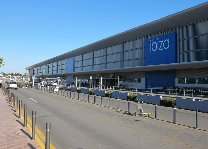 Złodziej na lotnisku w Ibizie