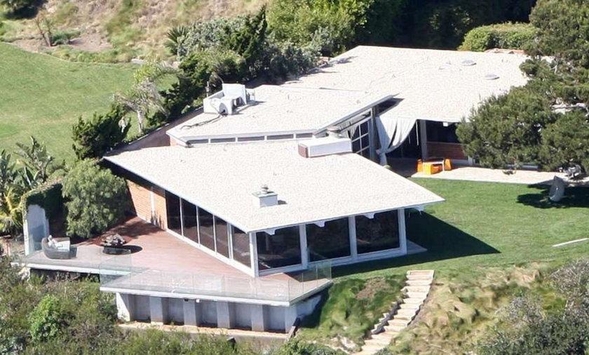 Pitt i Jolie sprzedają swoją posiadłość. Bo...