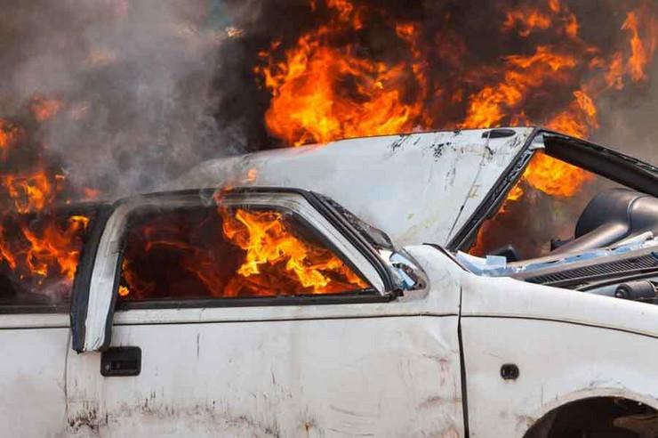 požar-automobil