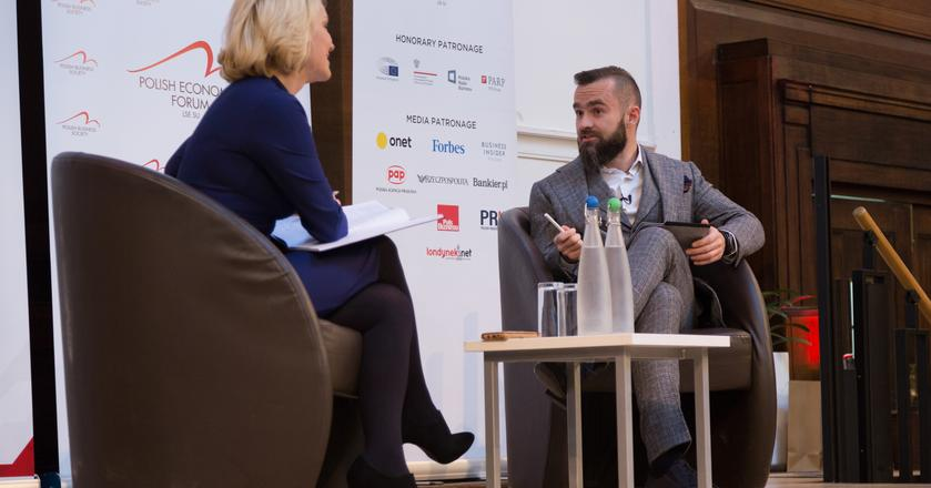 Od lewej: dziennikarka BBC Katarzyna Madera i Sebastian Kulczyk podczas LSE Polish Economic Forum 2018 w Londynie