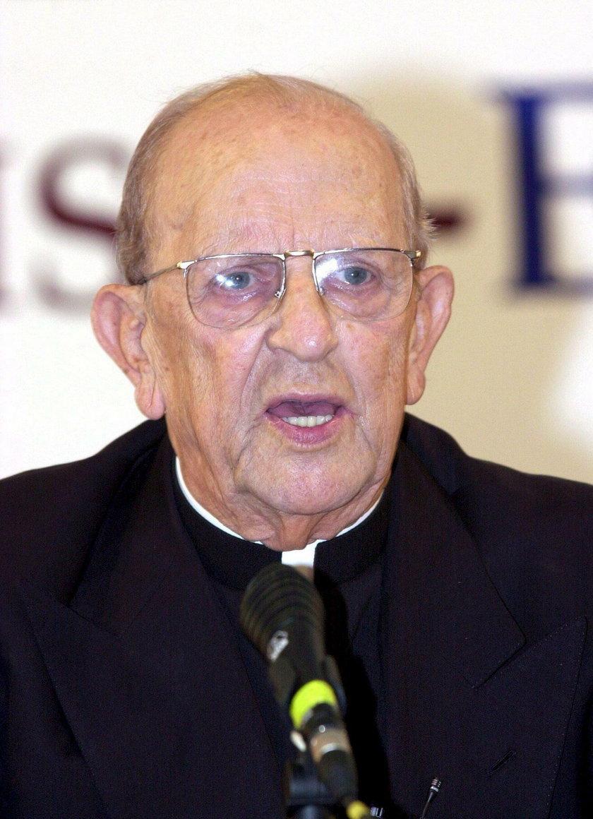 Kardynał Stanisław Dziwisz musi się bronić