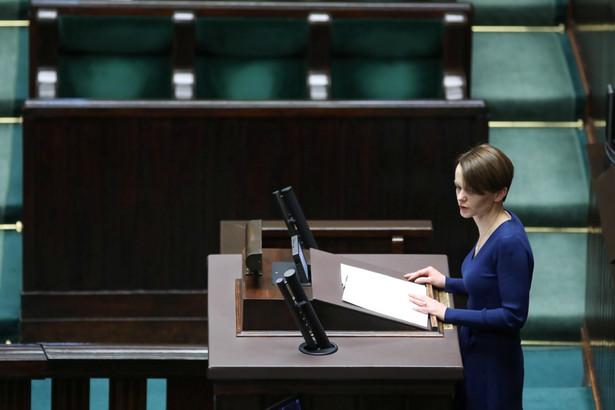 """Emilewicz przyznała, że ta ustawa """"nie jest arcydziełem legislacyjnym"""", ale jej celem """"nie był majstersztyk prawny, ale dostarczenie realnych rozwiązań jak najszybciej""""."""