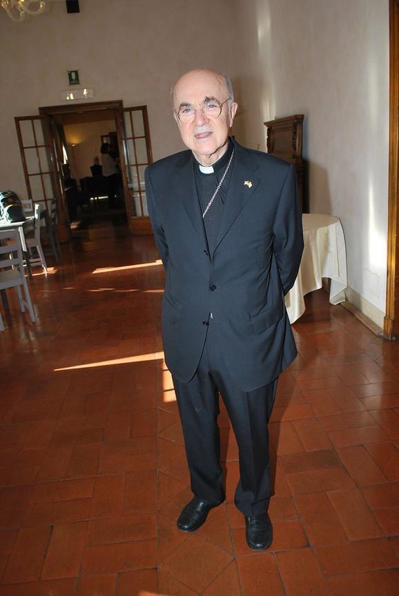 Bio je kontroverzna ličnost i pre nego što je kritikova papu - Karlo Marija Vigano