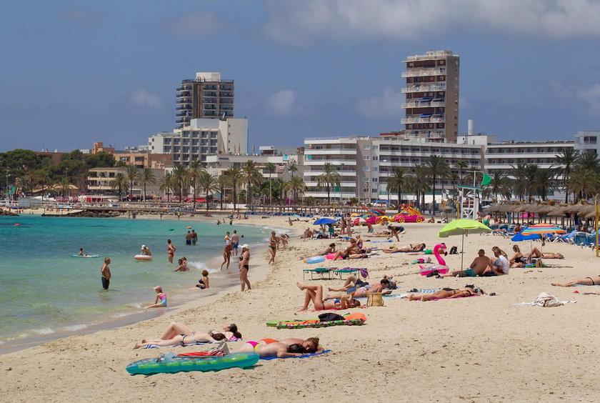 Na zdjęciu: plaża Magaluf w Calvii na Majorce (Baleary)
