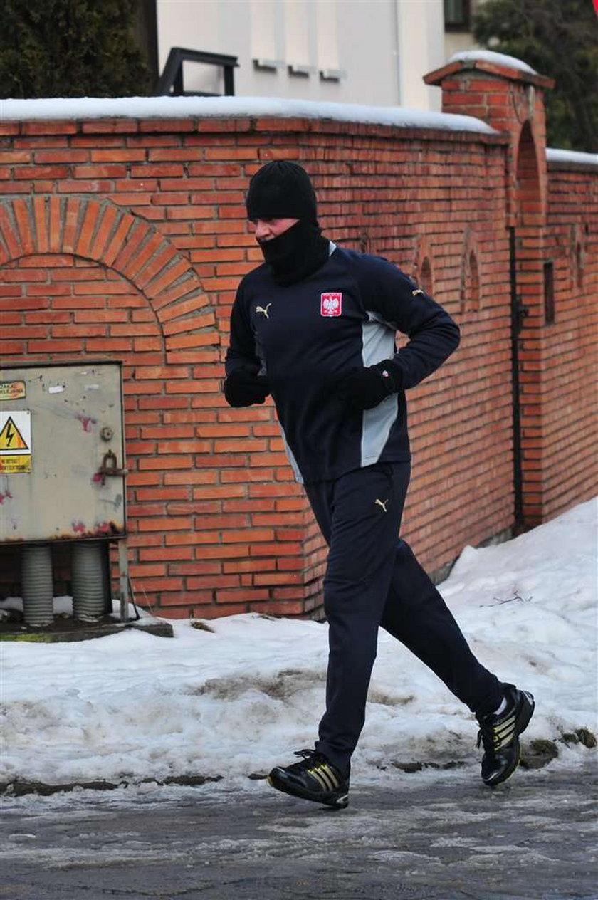 73 frajerów złożyło się na jogging premiera