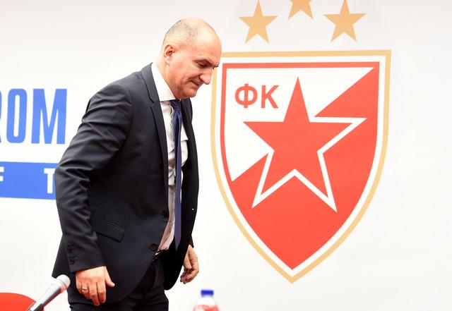 Mitar Mrkela, sportski direktor FK Crvena zvezda, stiže na promociju Sekua Sanoga