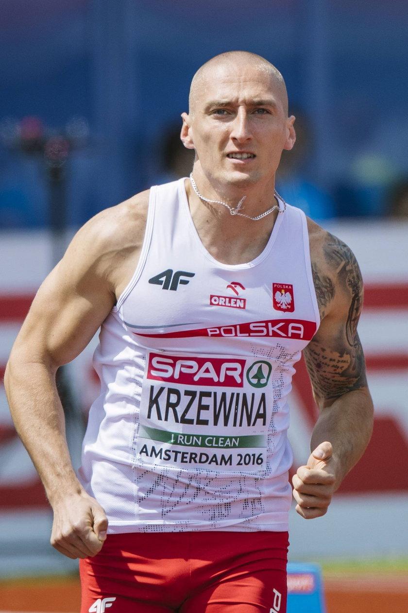 """Jakub Krzewina zaliczył """"wpadkę"""" w trakcie wywiadu po biegu półfinałowym sztafety 4x400 na IO Tokio 2020"""